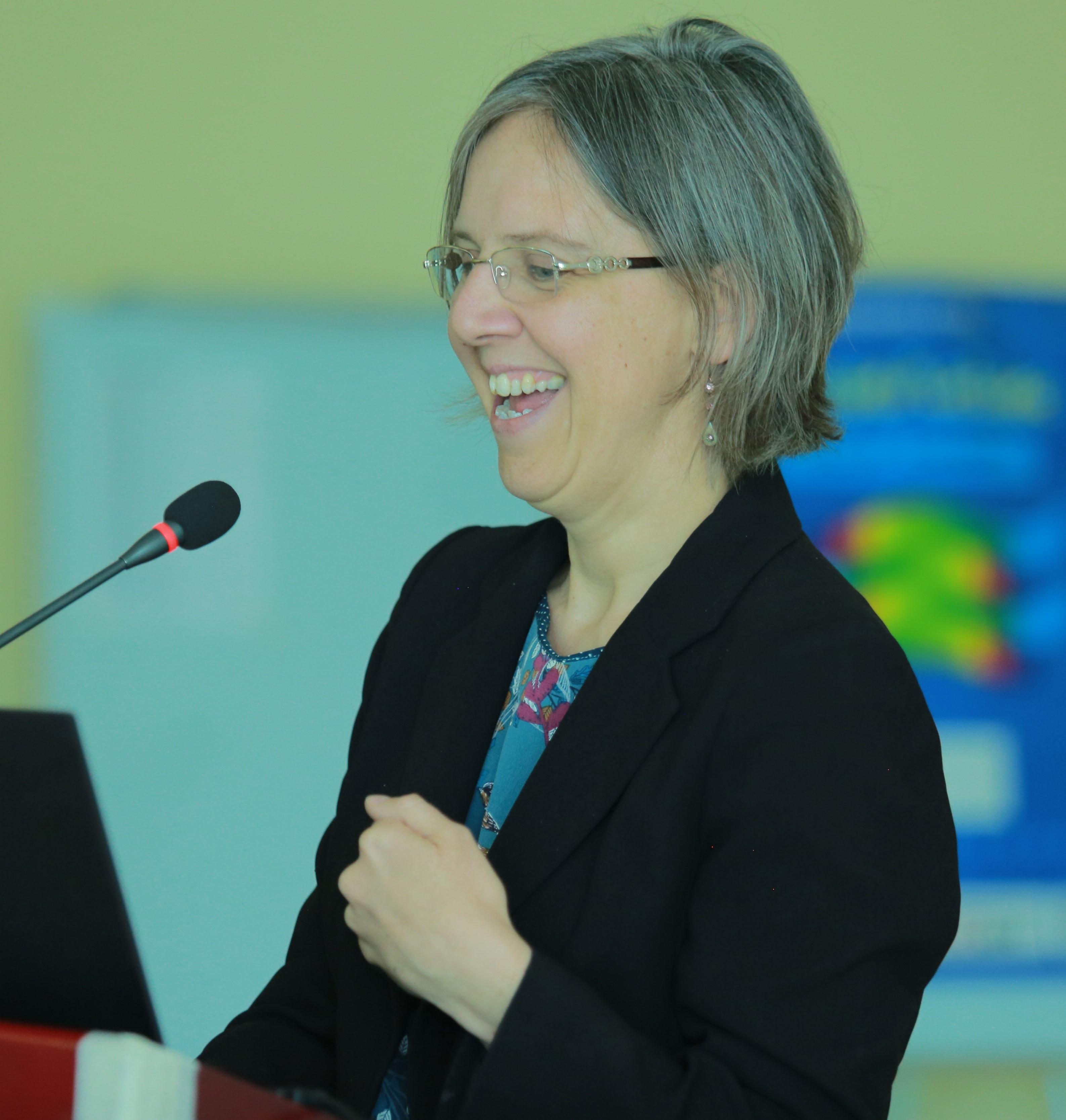 Dr Charlotte Hanlon