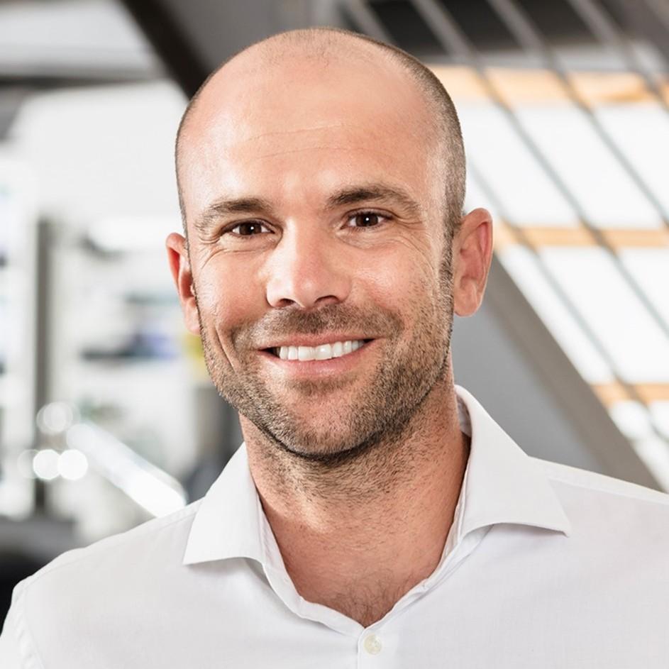 Dr. Philipp Kadelbach